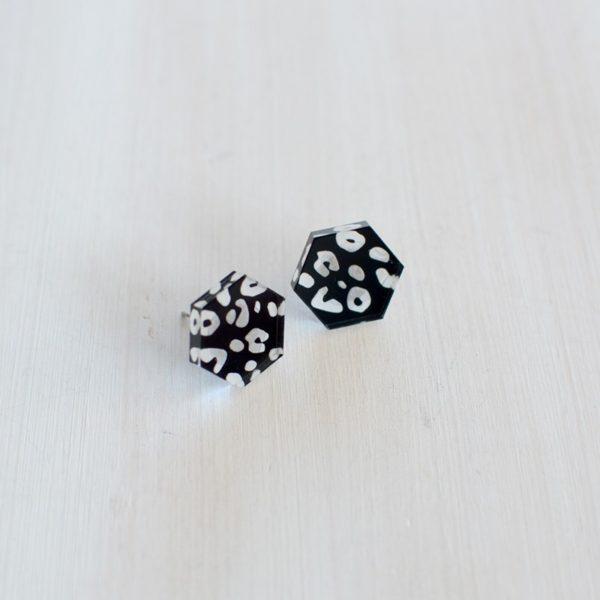 Boucles d'oreilles en plexi, création design made in Belgium. Artisanat
